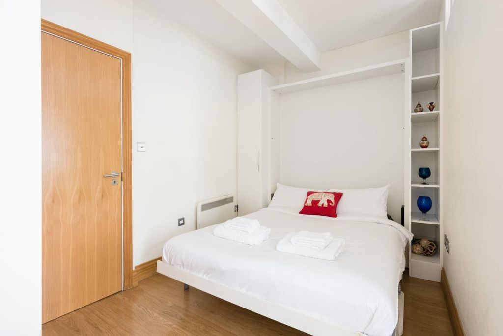 image 7 furnished 1 bedroom Apartment for rent in Cheap, City of London