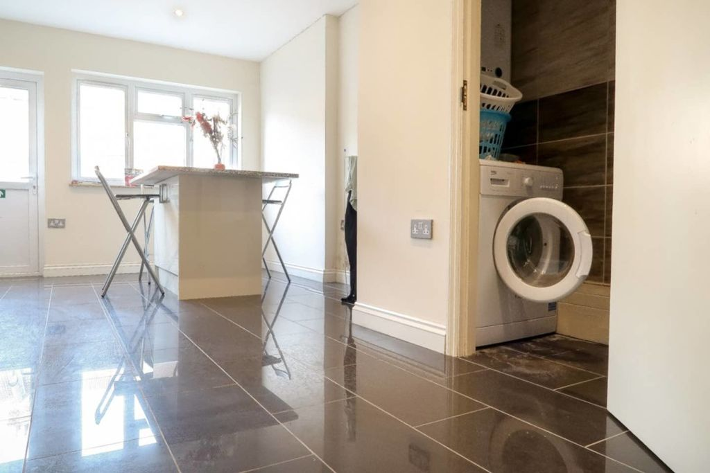 image 9 furnished 1 bedroom Apartment for rent in Plaistow, Newham