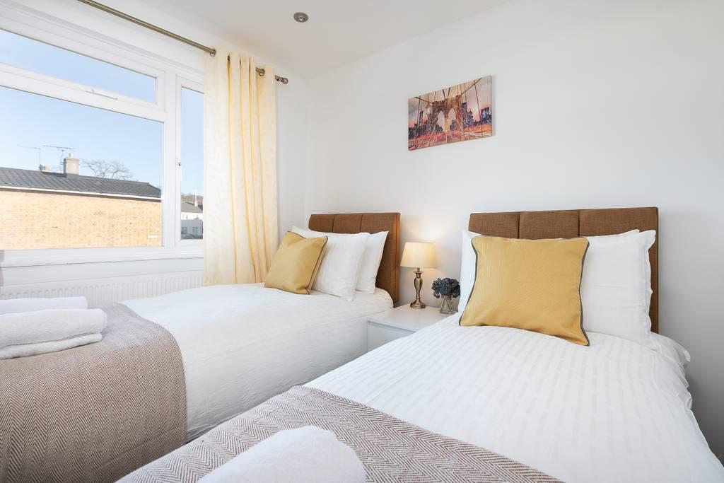 image 7 furnished 1 bedroom Apartment for rent in Welwyn Hatfield, Hertfordshire