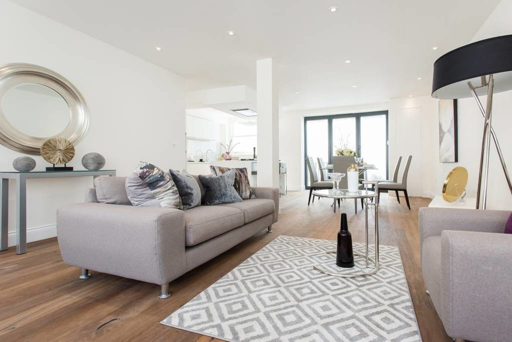 image 2 furnished 3 bedroom Apartment for rent in Camden Town, Camden