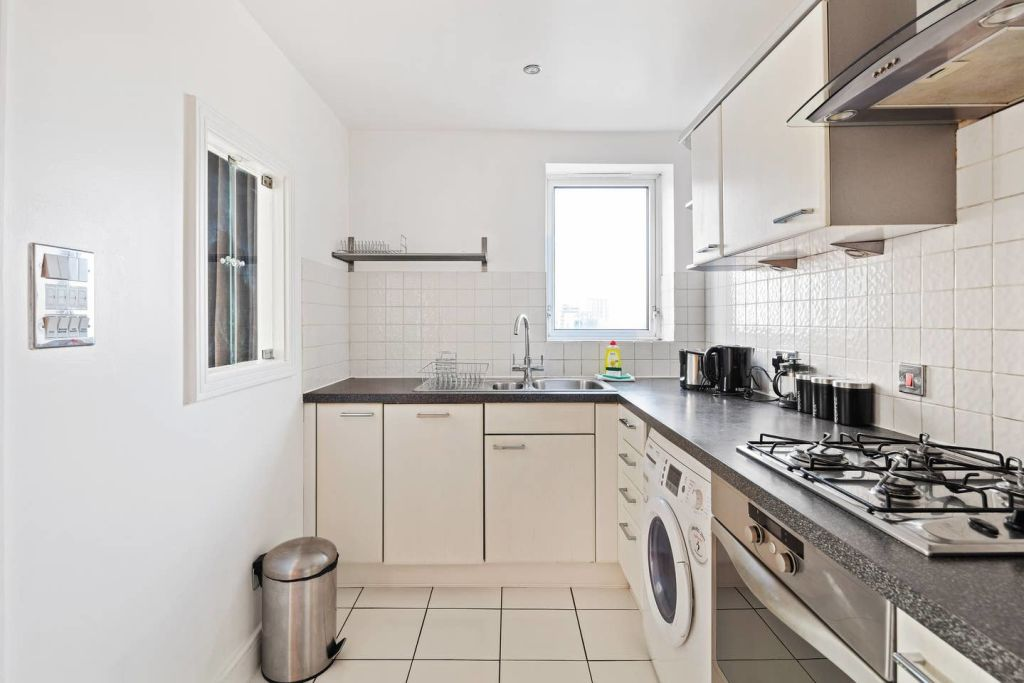 image 6 furnished 2 bedroom Apartment for rent in Cubitt Town, Tower Hamlets