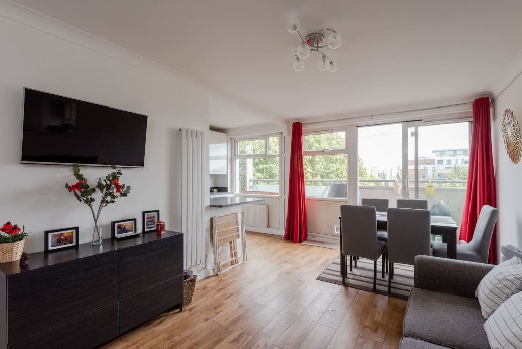 image 1 furnished 2 bedroom Apartment for rent in Mile End, Tower Hamlets
