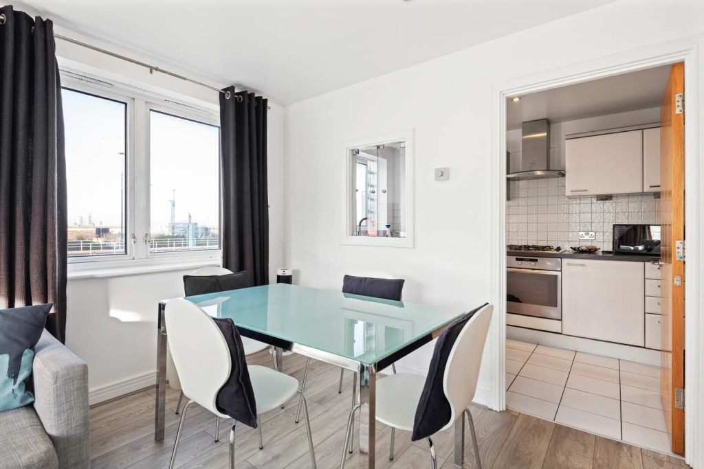 image 3 furnished 2 bedroom Apartment for rent in Cubitt Town, Tower Hamlets