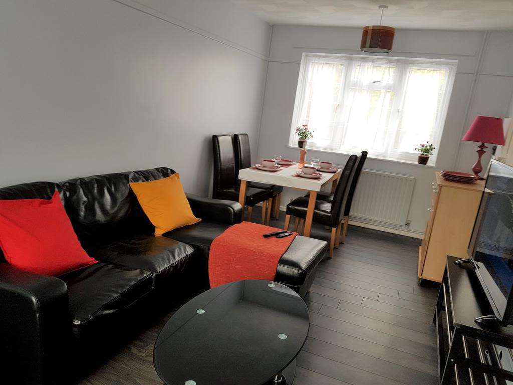image 1 furnished 2 bedroom Apartment for rent in Luton, Bedfordshire