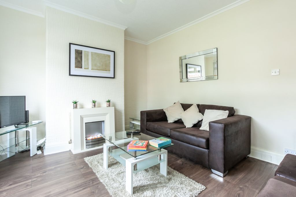 image 5 furnished 2 bedroom Apartment for rent in Tameside, Greater Manchester
