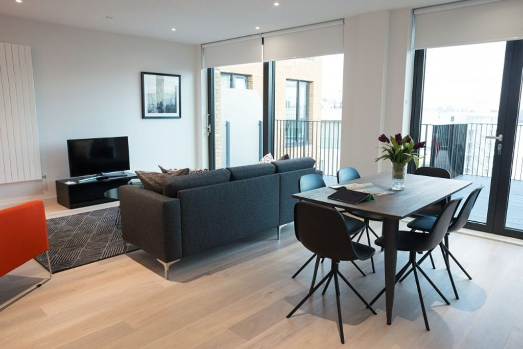 image 3 furnished 2 bedroom Apartment for rent in Silvertown, Newham