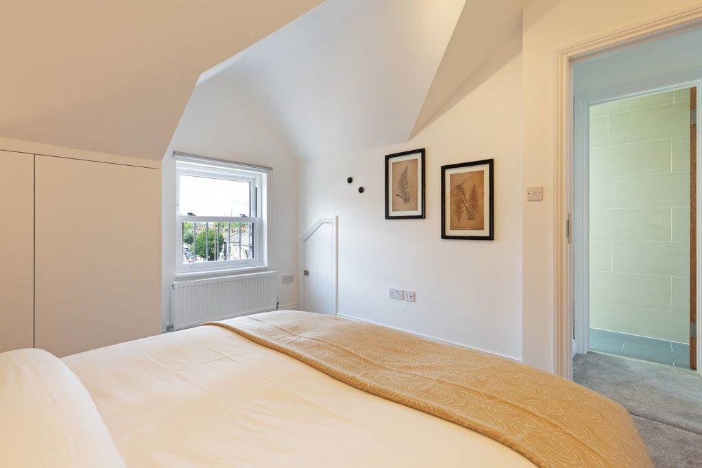 image 10 furnished 4 bedroom Apartment for rent in Fairfield, Croydon