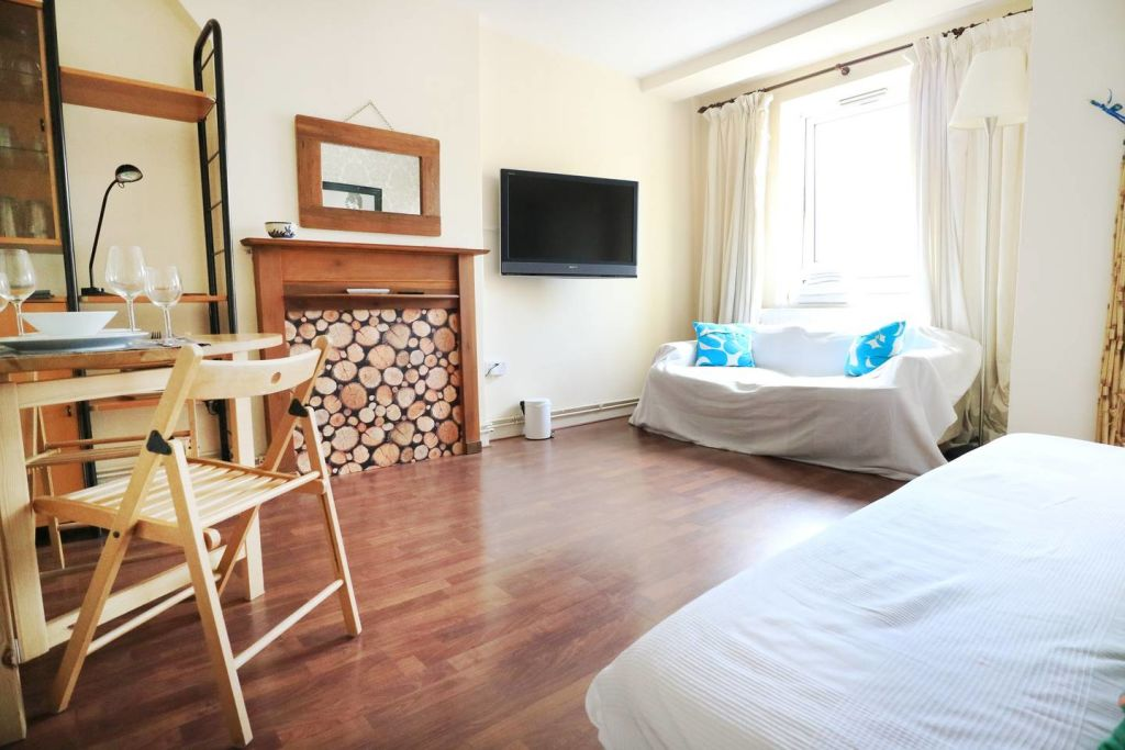 image 4 furnished 3 bedroom Apartment for rent in Spitalfields, Tower Hamlets