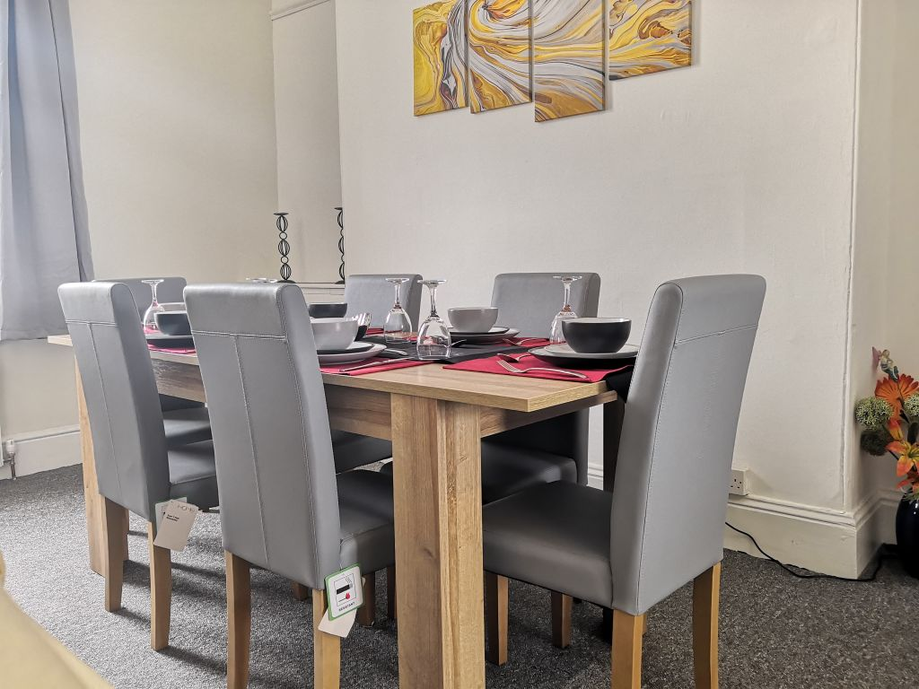 image 3 furnished 3 bedroom Apartment for rent in Compton, Wolverhampton