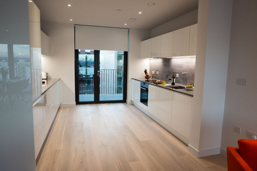 image 6 furnished 3 bedroom Apartment for rent in Silvertown, Newham
