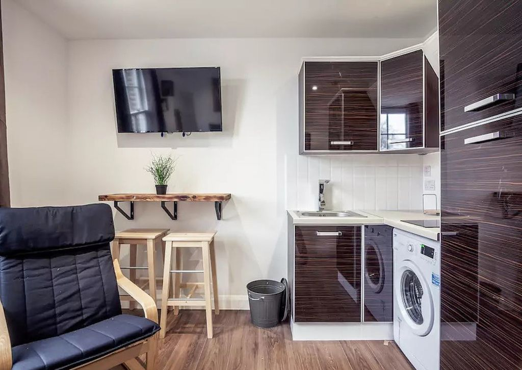 image 7 furnished 1 bedroom Apartment for rent in Camden Town, Camden