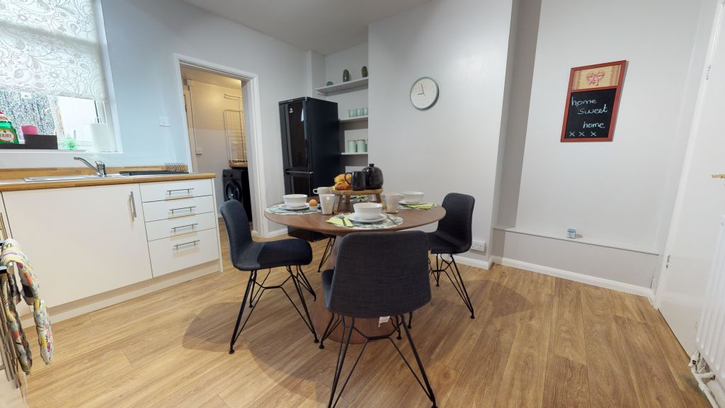 image 4 furnished 2 bedroom Apartment for rent in Peterborough, Cambridgeshire