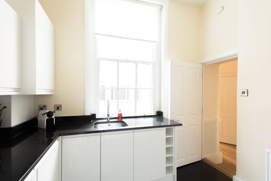 image 6 furnished 4 bedroom Apartment for rent in Westminster, City of Westminster