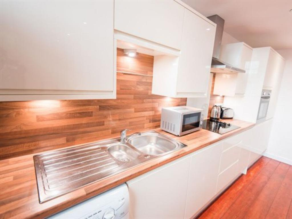 image 2 furnished 3 bedroom Apartment for rent in Kingston upon Hull, East Riding