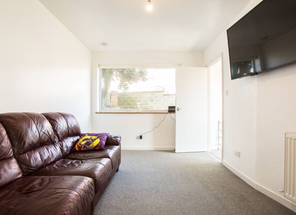 image 9 furnished 3 bedroom Apartment for rent in Brighton - Hove, East Sussex