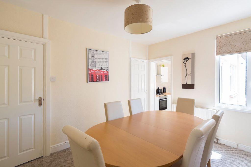 image 4 furnished 3 bedroom Apartment for rent in Medway, Kent