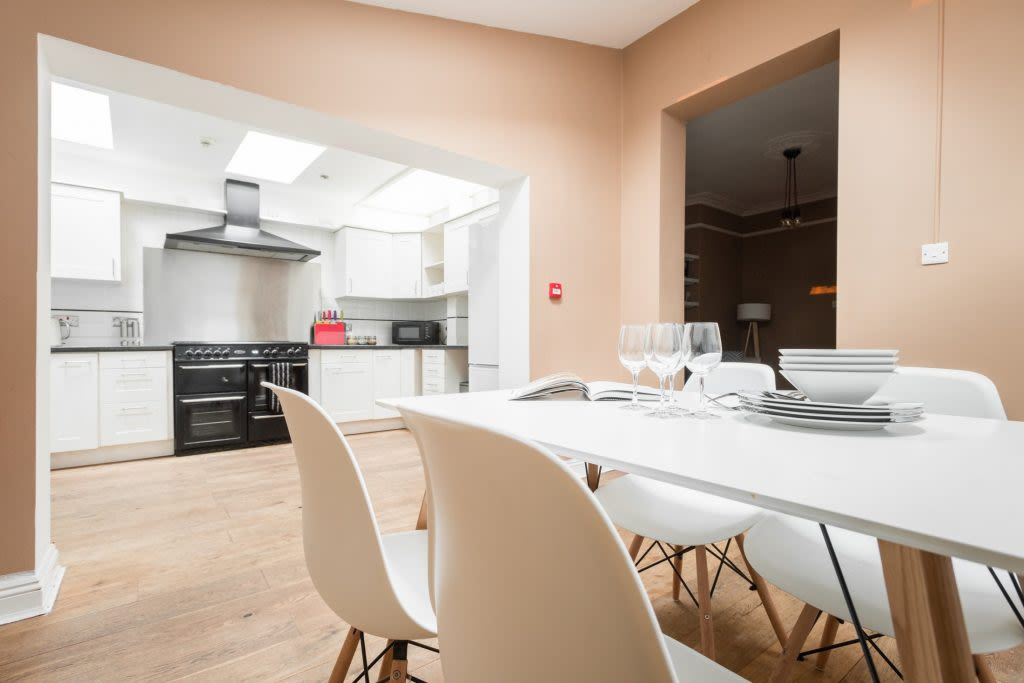image 5 furnished 5 bedroom Apartment for rent in Bath and North East, Somerset