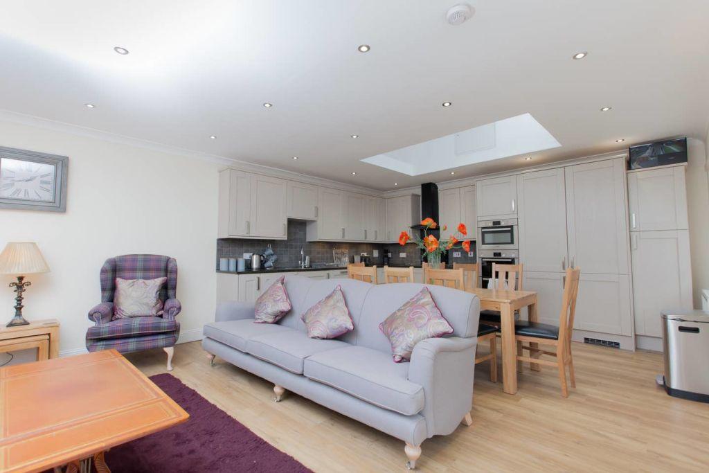 image 2 furnished 3 bedroom Apartment for rent in Edinburgh, Scotland