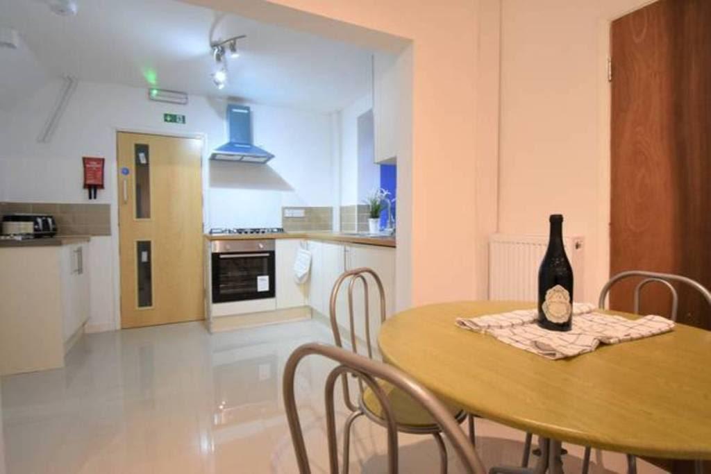 image 8 furnished 4 bedroom Apartment for rent in Sydenham, Belfast City