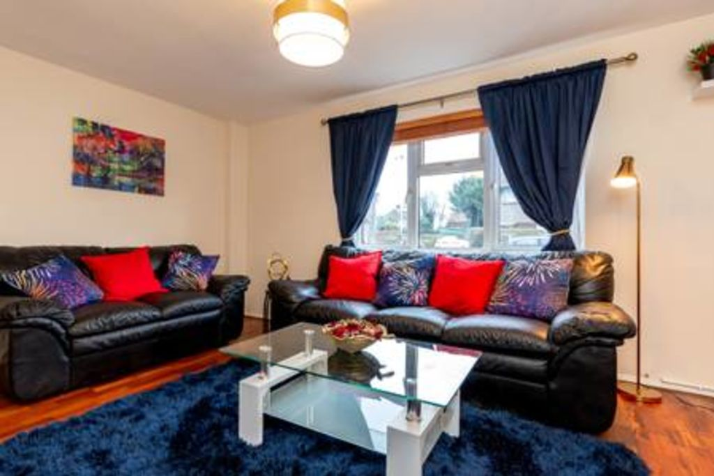 image 3 furnished 3 bedroom Apartment for rent in Chadwell Heath, Barking Dagenham