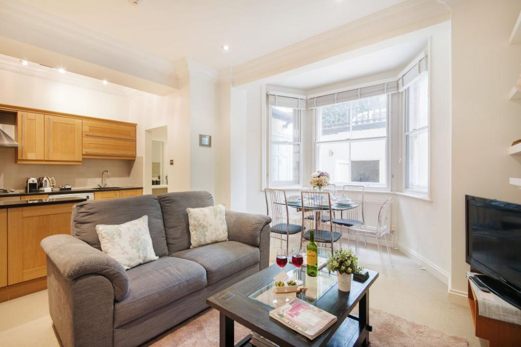 image 1 furnished 3 bedroom Apartment for rent in Fulham, Hammersmith Fulham