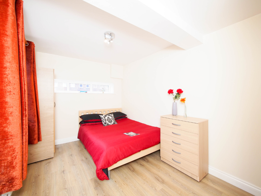image 1 furnished 1 bedroom Apartment for rent in Poplar, Tower Hamlets