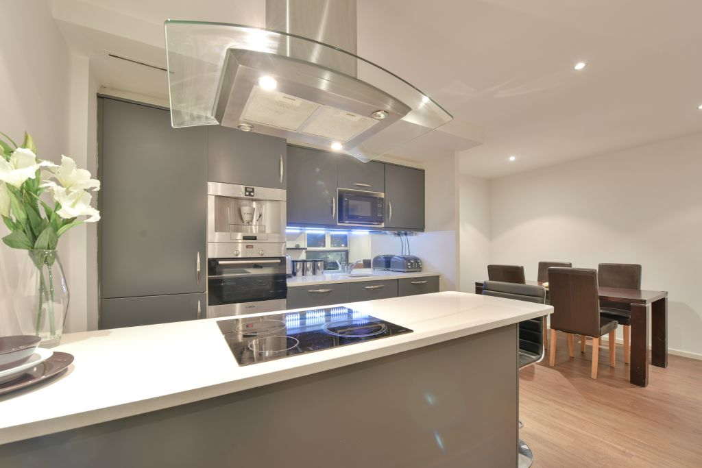 image 2 furnished 2 bedroom Apartment for rent in Canning Town, Newham
