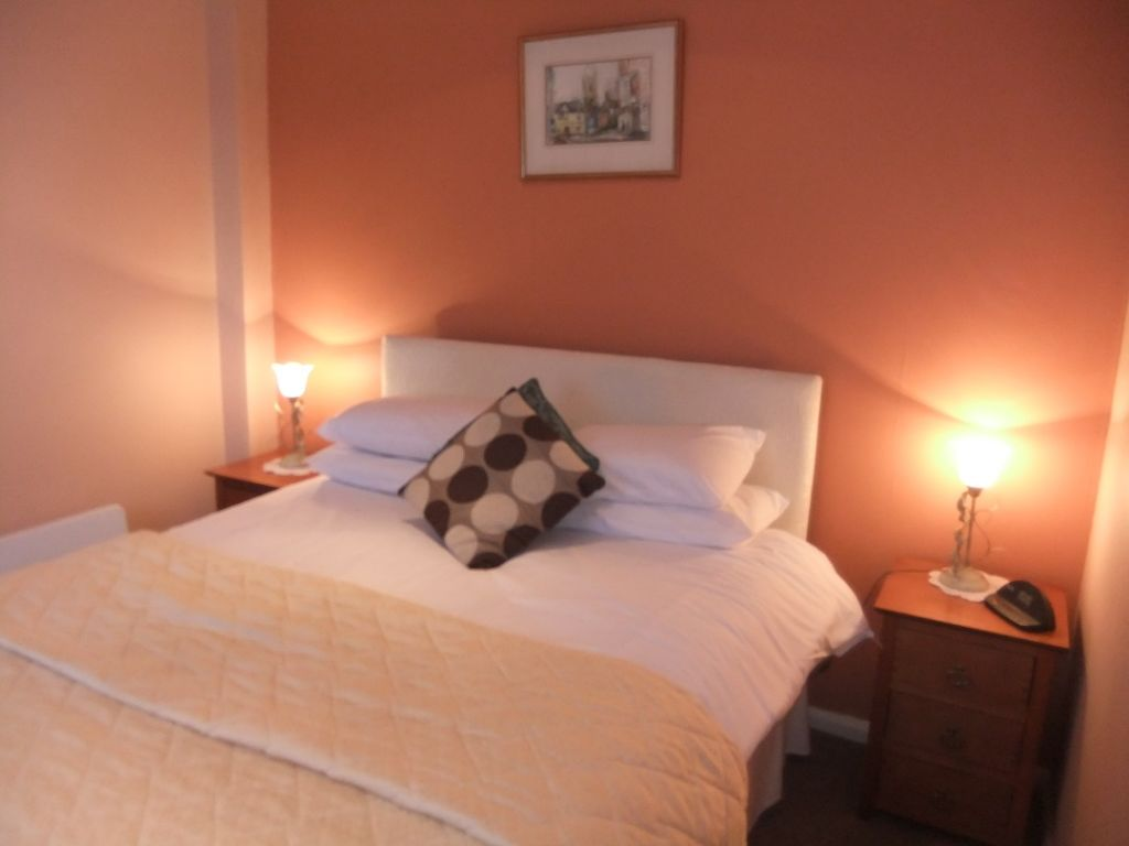 image 1 furnished 1 bedroom Apartment for rent in Windsor and Maidenhead, Berkshire