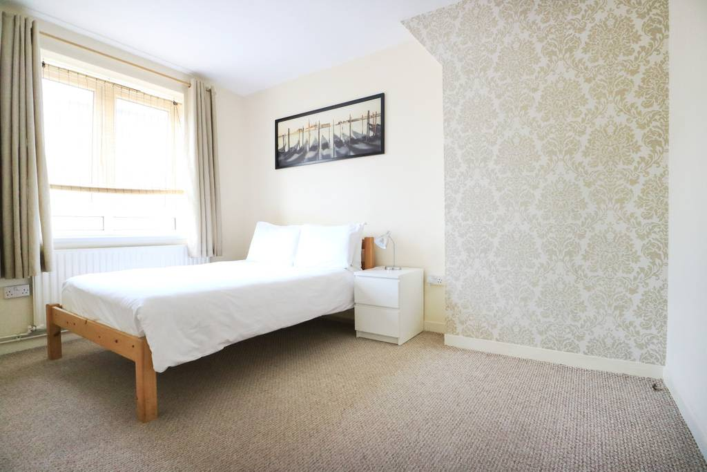 image 3 furnished 3 bedroom Apartment for rent in Spitalfields, Tower Hamlets