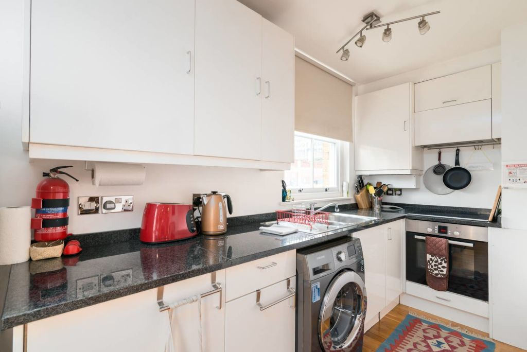 image 7 furnished 2 bedroom Apartment for rent in Lambeth, Lambeth