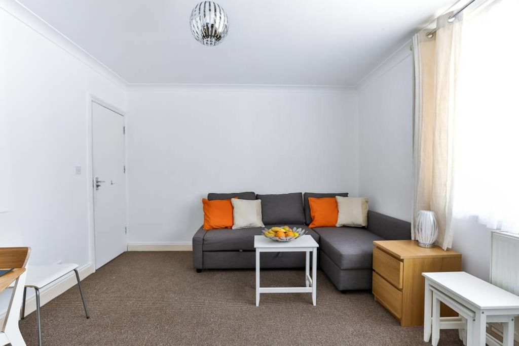 image 2 furnished 2 bedroom Apartment for rent in Edmonton, Enfield