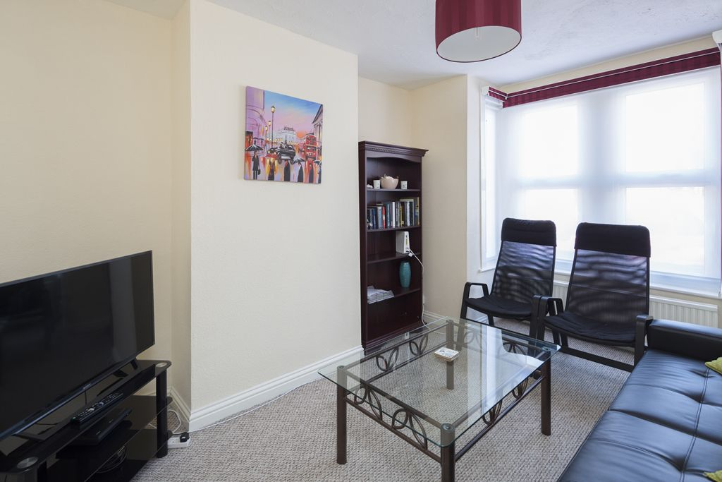 image 5 furnished 3 bedroom Apartment for rent in Medway, Kent