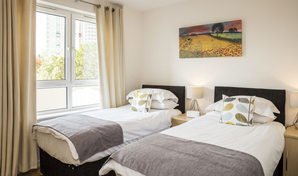 image 2 furnished 2 bedroom Apartment for rent in Woking, Surrey