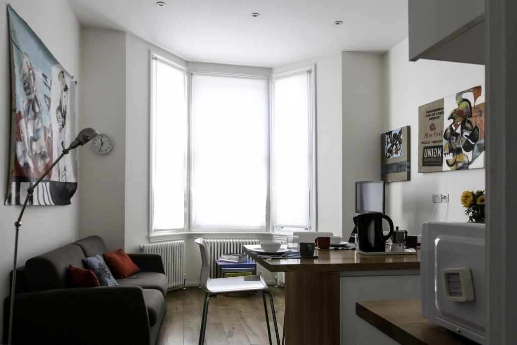 image 5 furnished 2 bedroom Apartment for rent in Earls Court, Kensington Chelsea