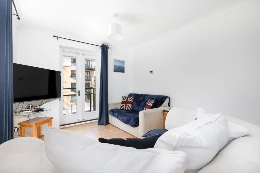image 1 furnished 2 bedroom Apartment for rent in Silvertown, Newham