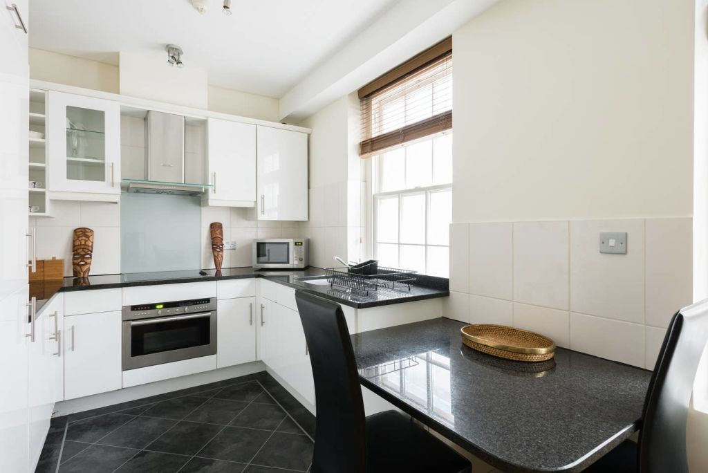image 8 furnished 1 bedroom Apartment for rent in Cheap, City of London