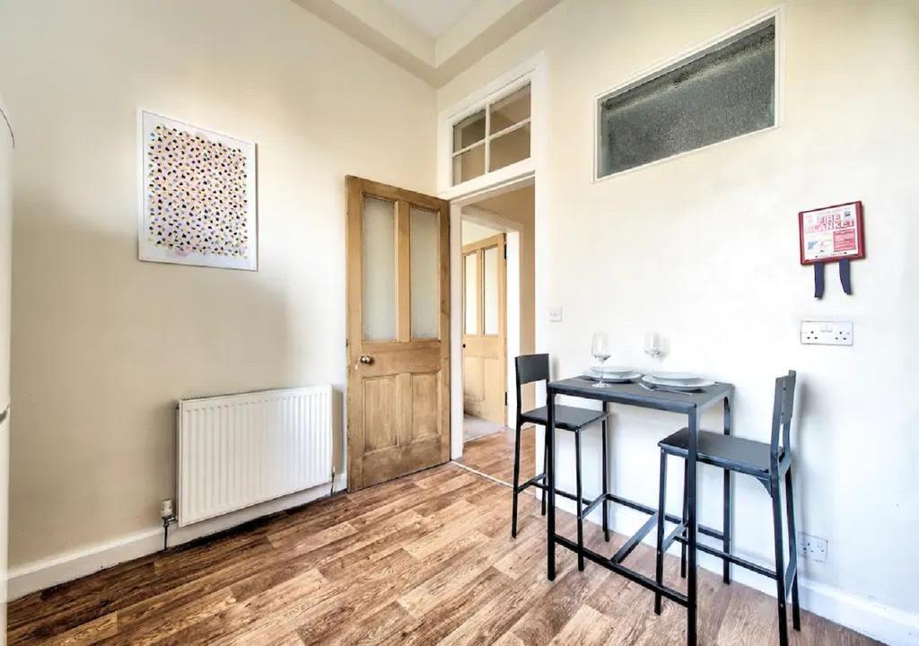 image 9 furnished 3 bedroom Apartment for rent in Edinburgh, Scotland