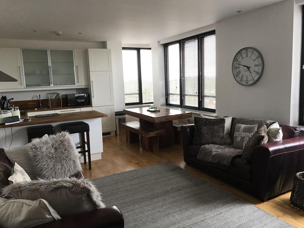 image 2 furnished 2 bedroom Apartment for rent in Swindon, Wiltshire