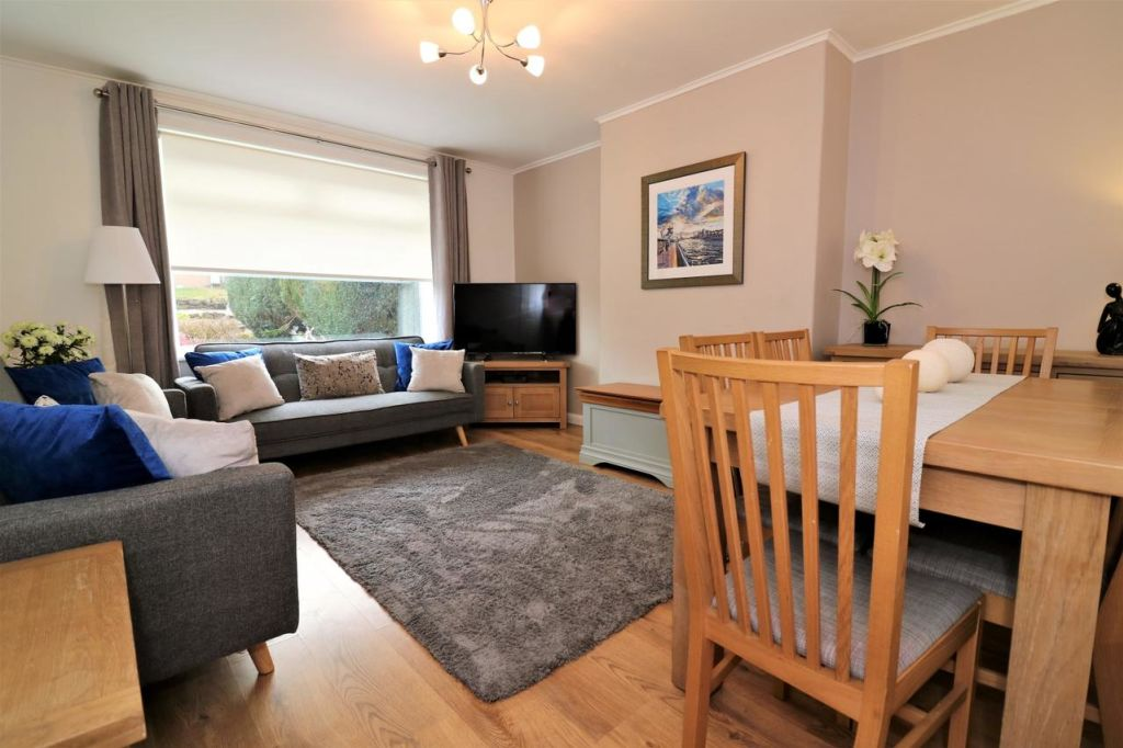 image 2 furnished 3 bedroom Apartment for rent in Victoria Park, Manchester