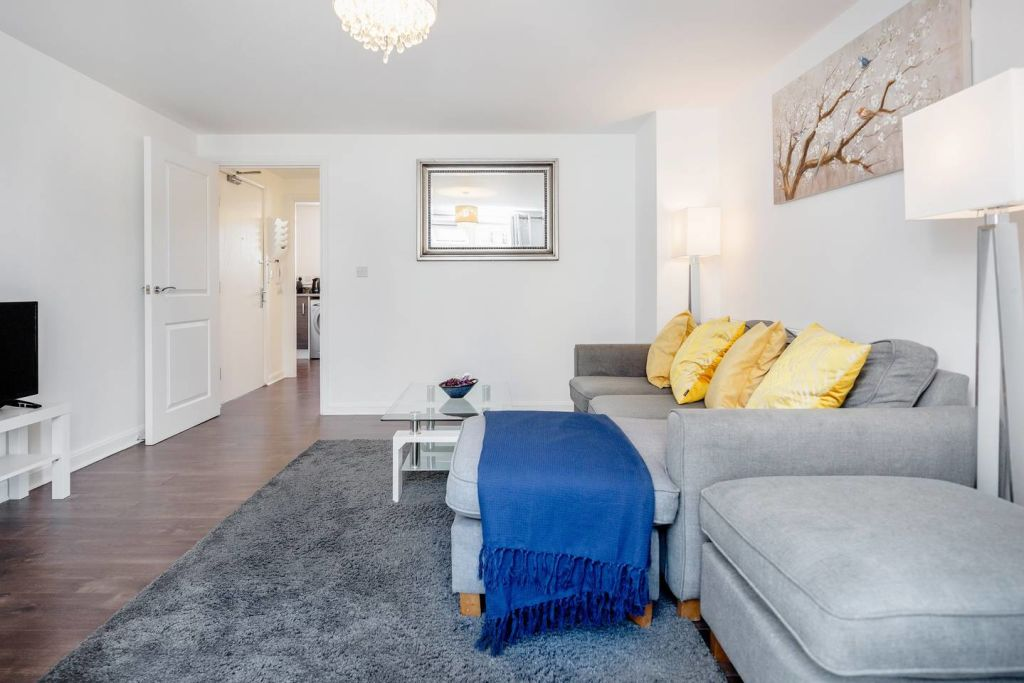 image 5 furnished 2 bedroom Apartment for rent in Thurrock, Essex