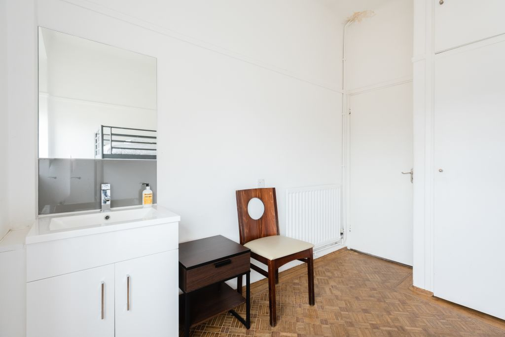 image 8 furnished 4 bedroom Apartment for rent in Bloomsbury, Camden
