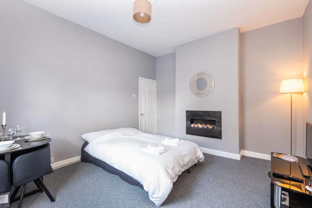 image 1 furnished 1 bedroom Apartment for rent in Leeds, West Yorkshire