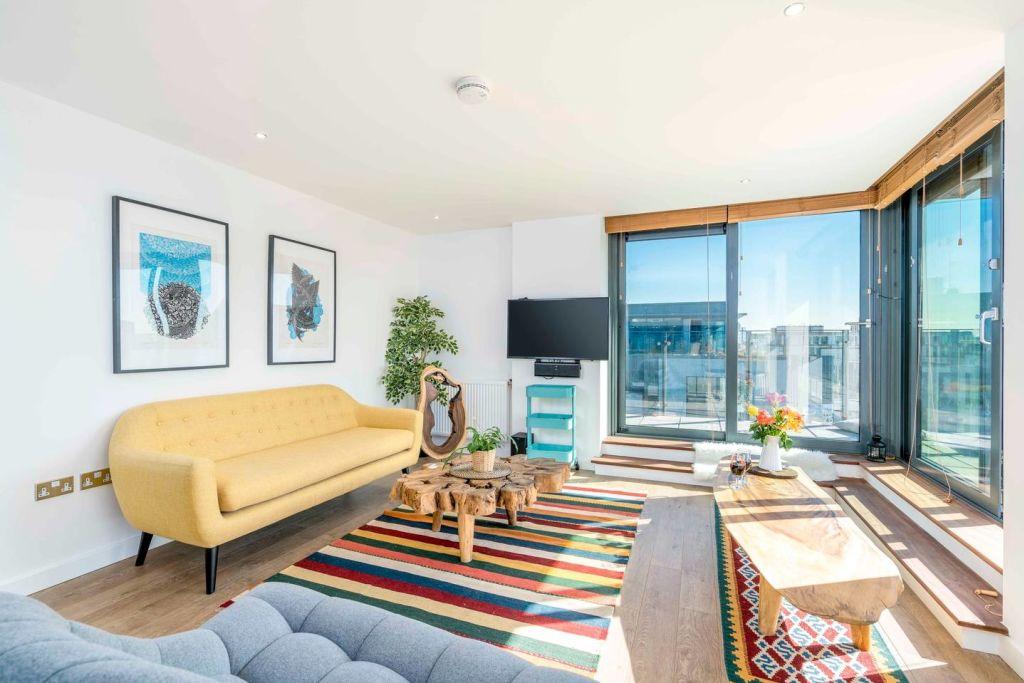 image 1 furnished 1 bedroom Apartment for rent in Tottenham Hale, Haringey