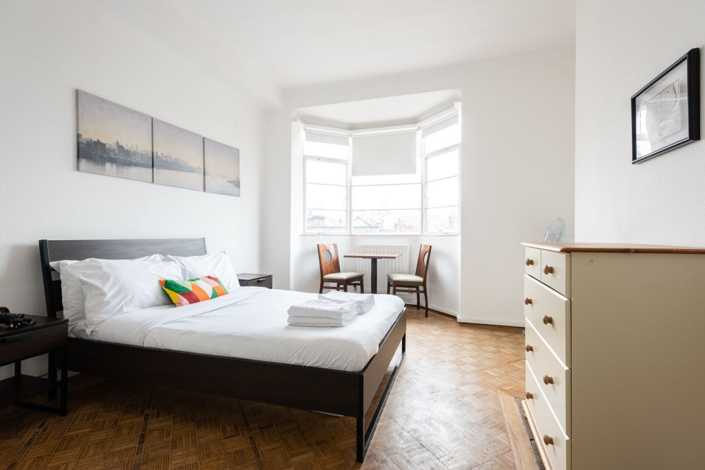 image 2 furnished 4 bedroom Apartment for rent in Bloomsbury, Camden