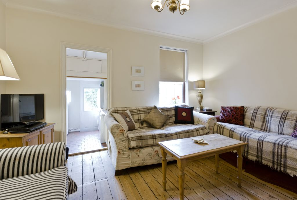 image 7 furnished 3 bedroom Apartment for rent in Belmont, Sutton