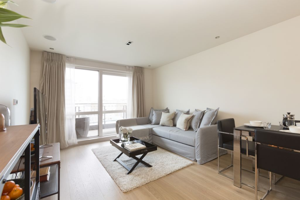 image 2 furnished 3 bedroom Apartment for rent in Sands End, Hammersmith Fulham