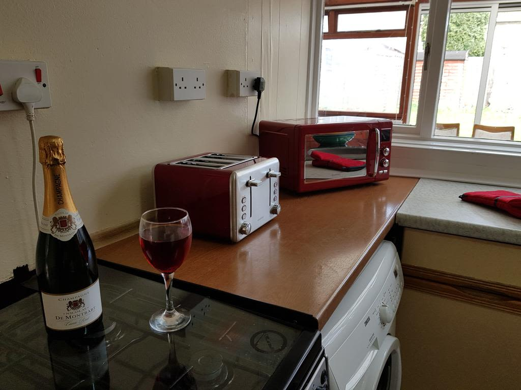 image 4 furnished 3 bedroom Apartment for rent in Luton, Bedfordshire