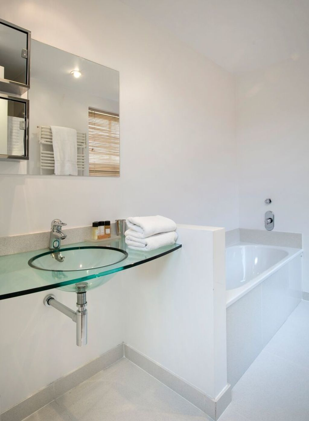 image 3 furnished 2 bedroom Apartment for rent in Earls Court, Kensington Chelsea