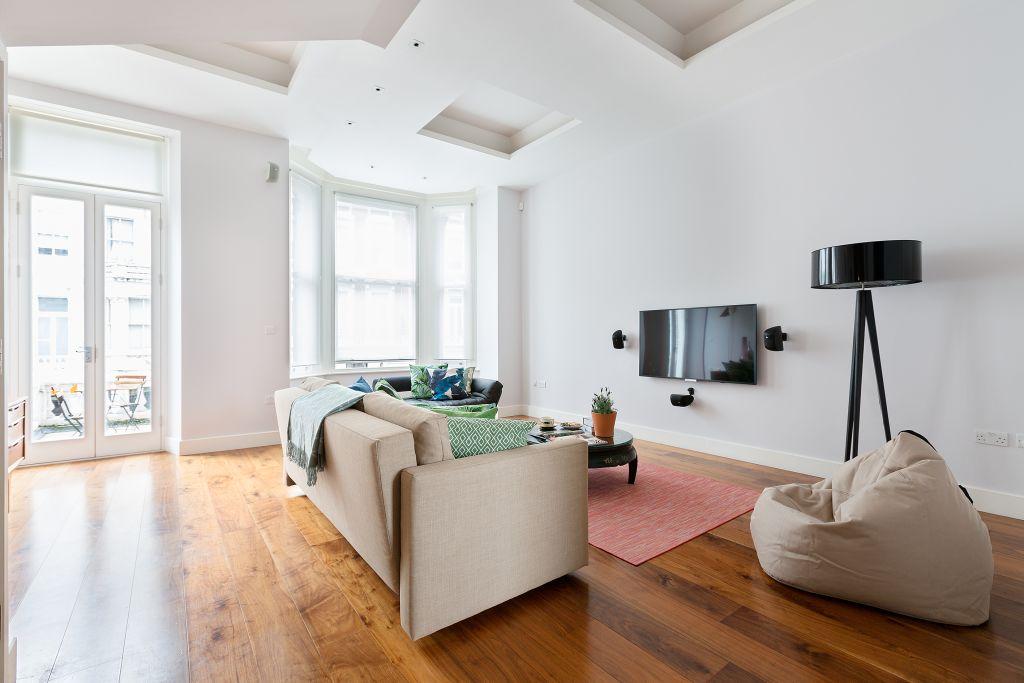 image 2 furnished 3 bedroom Apartment for rent in Kensington, Kensington Chelsea