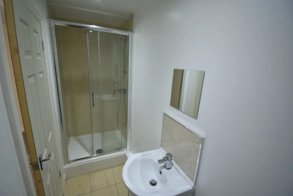 image 5 furnished 5 bedroom Apartment for rent in Whoberley, Coventry